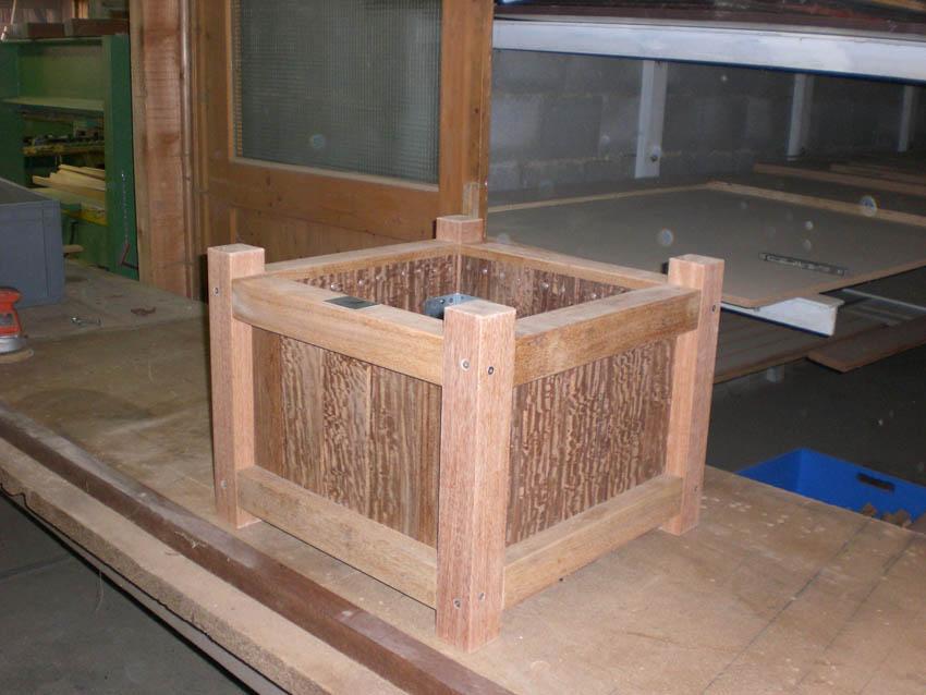 pflanztr ge aus holz paintner holzbau gmbh. Black Bedroom Furniture Sets. Home Design Ideas